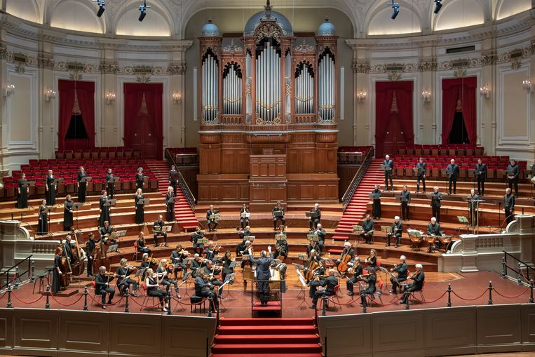 Het Orkest van de Achttiende Eeuw en Cappella Amsterdam tijdens de wereldpremière van May van Louis Andriessen. Beeld Esther de Bruijn