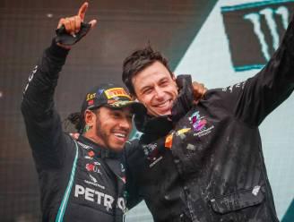 """Mercedes-baas Toto Wolff over de contractverlenging van Lewis Hamilton: """"We zijn er bijna, maar het zal niet voor drie jaar zijn"""""""