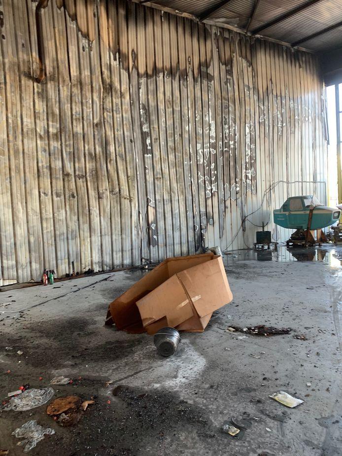 Le hangar était un lieu de stockage pour des pièces de petite aviation ou encore de pneus.