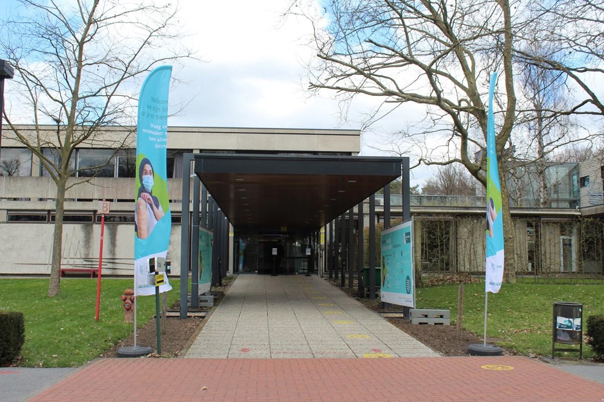 De ingang van het Vaccinatiecentrum Voorkempen.