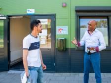 Vaccinatiecampagne in azc's begint: 'Focus op groep die prik wél wil'