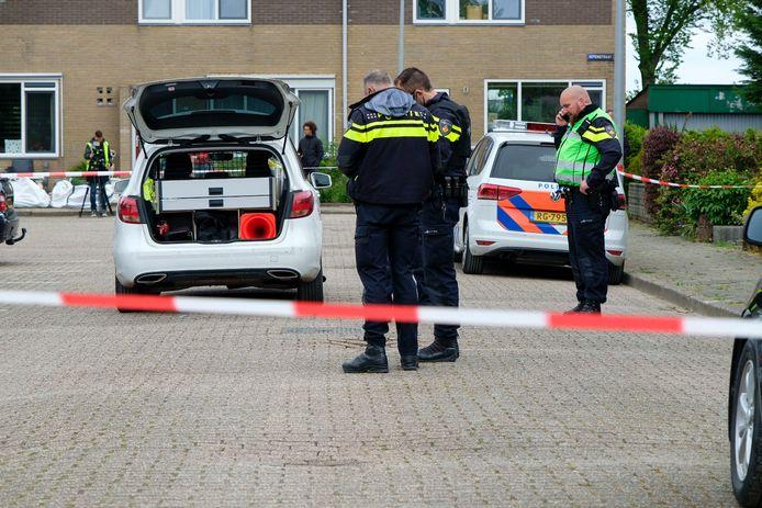 De politie doet onderzoek in de Iepenstraat.