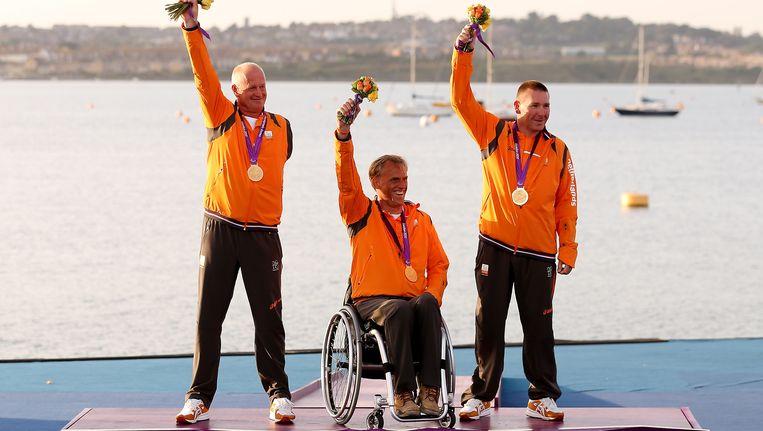 Marcel van de Veen, Udo Hessels en Mischa Rossen (van links naar rechts) wonnen goud bij het zeilen (Sonar klasse). Beeld Getty Images