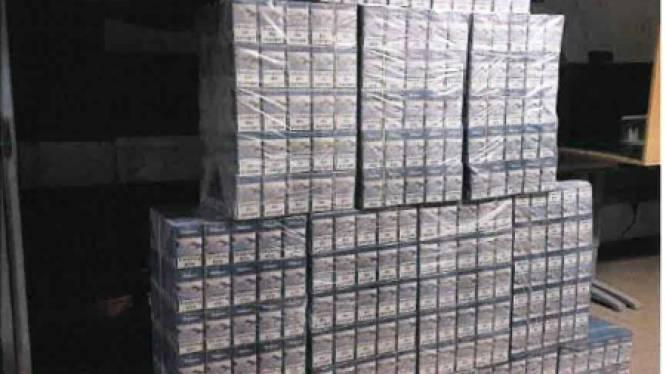 Politie neemt 3.500 pakjes sigaretten en 10.000 euro cash in beslag na wilde achtervolging op R0