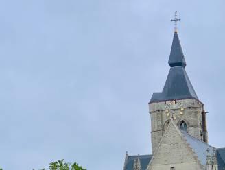 Nieuwe lichtjes en aandrijfsysteem voor uurwerken aan kerk