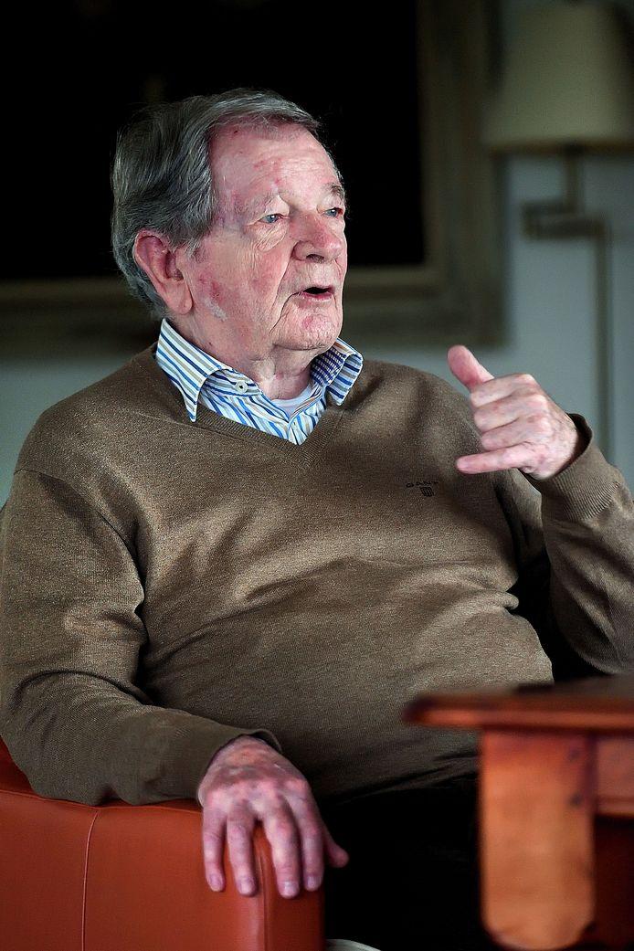 Jan Niehof uit Etten-Leur, zes jaar vaste brievenschrijver van deze krant.