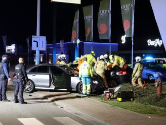 Jonge bestuurder, die bekend staat als straatracer, veroorzaakt zwaar ongeval onder invloed
