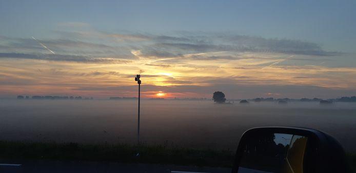 Hans Ten Westenend maakte deze foto vanuit Elst over het Rijnwaalpad richting Huissen.
