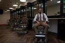 Francis in zijn nieuwe Modern Barbershop in Melle.