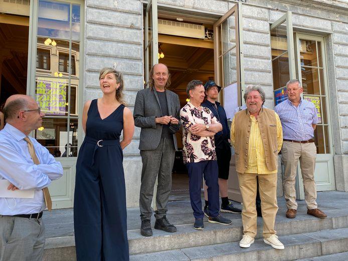 De bende van de Minard staat al te springen, met links Guy Dalcq, directeur van Sint-Barbara, en Nathalie De Neve, directeur van de Minard