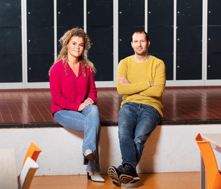 Zorgcoördinator Sanne Smeets en leerkracht Thijs Overgoor hebben tijdens de lockdown moeten vechten om kinderen bij de les te houden. Beeld Martijn Gijsbertsen