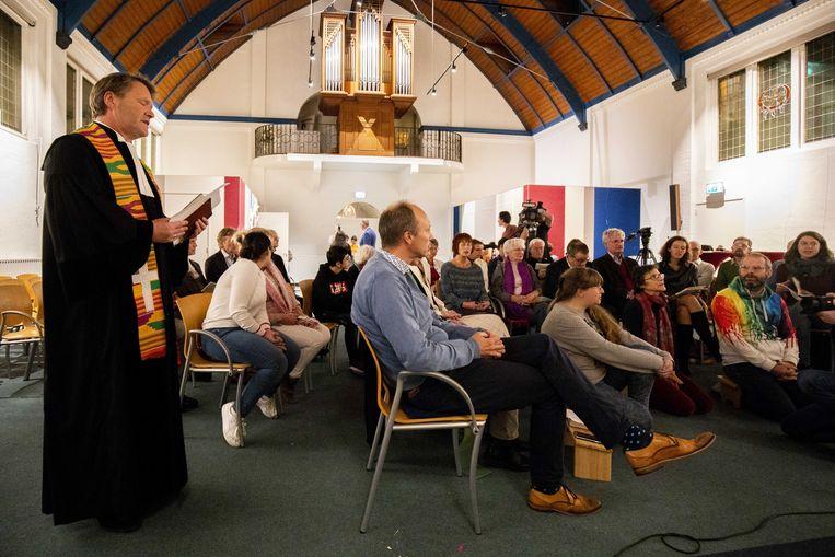 De Haagse Protestantse Kerk (PKN) wil met een doorlopende kerkdienst voorkomen dat de Armeense Hayarpi Tamrazyan en haar familie worden teruggestuurd naar Armenie.  Beeld ANP