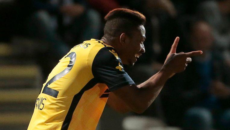 Dennis viert. De Nigeriaanse aanvaller was in de beker goed voor twee goals en een assist. Beeld photo_news