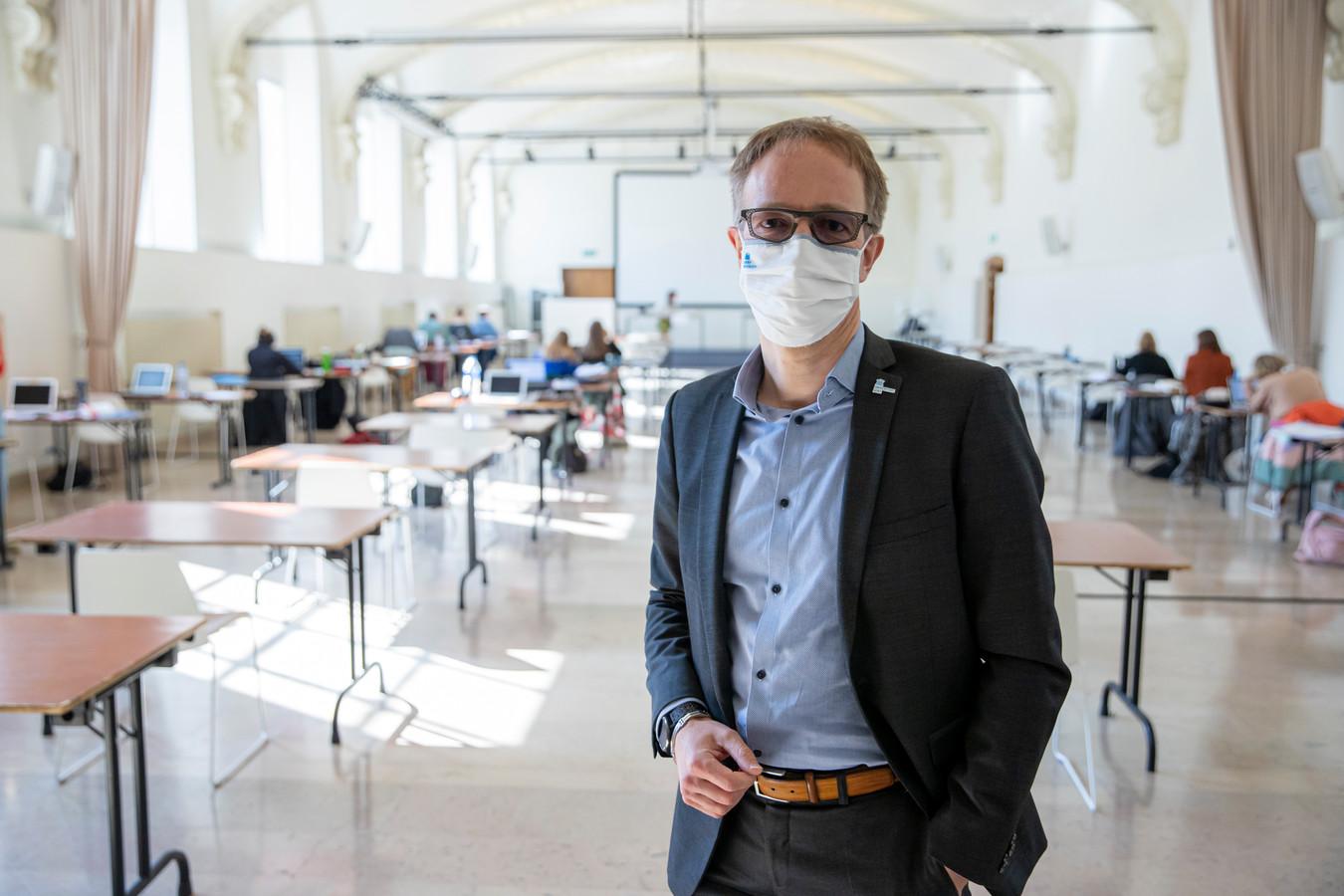 Professor Rik Van de Walle blijft nog vier jaar rector van de UGent.