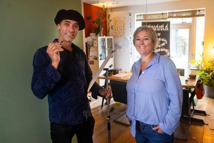 Monique Scholten en haar gevonden karikaturist. Nijmegen, 6-10-2021 . GV