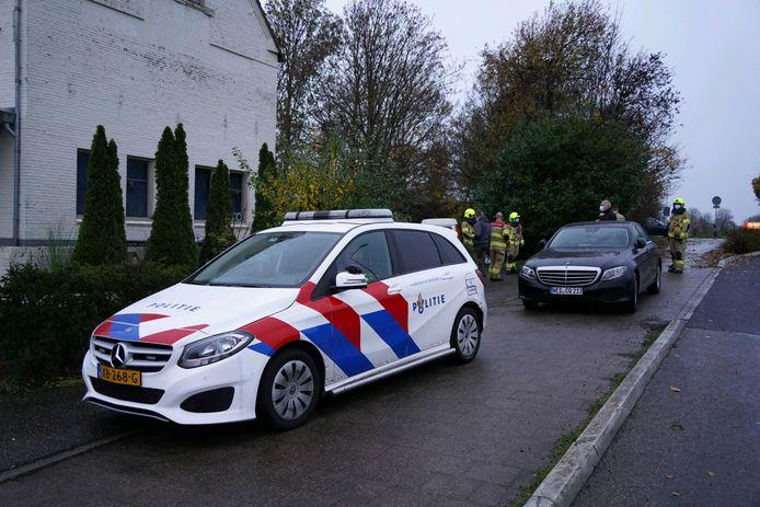 Duitse en Nederlandse politie bij de woning in Lobith.