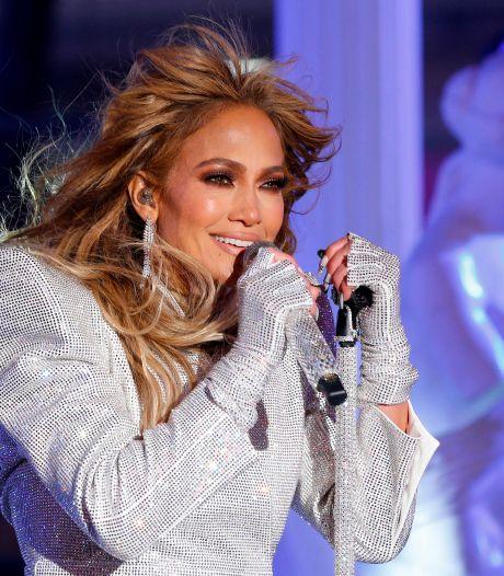 Jennifer Lopez se démaquille en direct, l'avant-après est étonnant