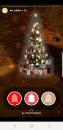 Kerstboom met filter in eigen woonkamer plaatsen via Instagram.
