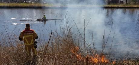 Brandje langs oever Twentekanaal geblust