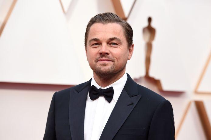 Leonardo DiCaprio bij de uitreiking van de Oscars in Los Angeles dit jaar. Hij is acteur maar ook actief als investeerder. Hij helpt daarnaast Amerikaanse gezinnen die lijden onder de corancrisis, samen met andere weldoeners.
