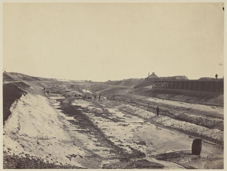 Aanleg van het Noordzeekanaal tussen Amsterdam en de Noordzee. De werkzaamheden begonnen op 8 maart 1865 en werden voltooid in 1876. De foto stamt uit 1866. Beeld Stadsarchief Amsterdam