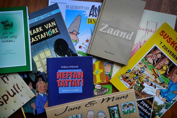 Boeken in het Twents, dat een dialect is van het Nedersaksisch.