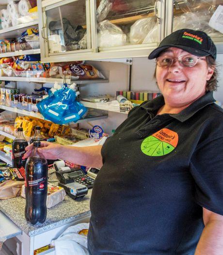 Tonneke ontvangt Chantal Janzen in de Rijdende Winkel: 'Ik had nog nooit van haar gehoord'