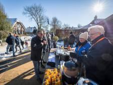 Volle hotels en veel verkochte snert in Giethoorn, maar de vlag gaat niet uit: 'Doekje voor het bloeden'