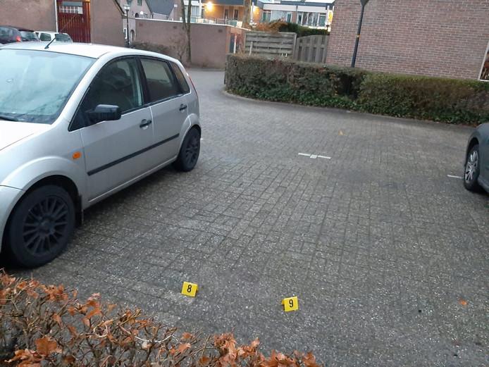 Hoewel de politie verdwenen is blijken er nog wel sporen van het onderzoek in de Apeldoornse wijk achtergebleven te zijn.