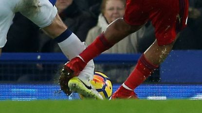 Everton-speler loopt vreselijke blessure op, dader barst in tranen uit