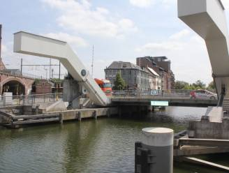 """Binnenkort werken aan Sint-Annabrug en Zwarte Hoekbrug: """"Doorgaand verkeer en scheepvaart tijdelijk niet mogelijk"""""""