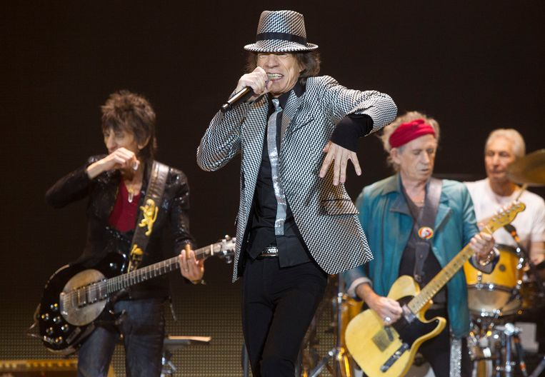 Mick Jagger, center, Keith Richards, Ronnie Wood, left, and Charlie Watts, right, of The Rolling Stones perform at the O2 arena in east London, Sunday, Nov. 25, 2012. The band are playing four shows to celebrate their 50th anniversary, including two shows at London's O2 and two more in New York. (Photo by Joel Ryan/Invision/AP) Beeld AP