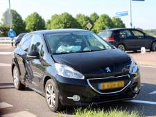 Twee auto's botsen op provinciale weg in Kerk-Avezaath