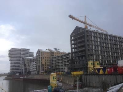 Laatste torenkraan weg bij bouw aan de Handelskade