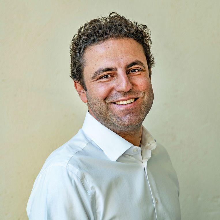 Sinan Noyan: 'Er komt straks weer een vlucht van Istanbul naar Amsterdam en daar zal mijn familie dan op zitten.' Beeld Guus Dubbelman / de Volkskrant