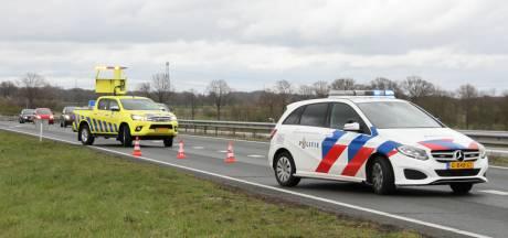 Motorrijder gewond naar ziekenhuis na val op N36 bij Wierden