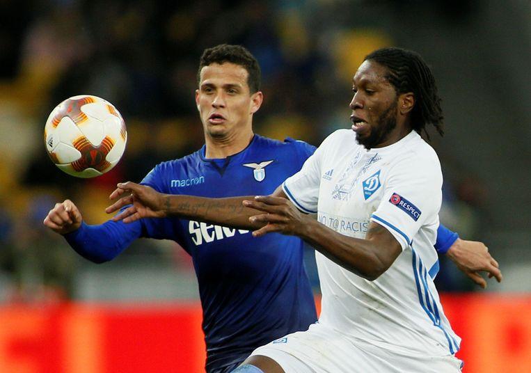 Mbokani in het shirt van Dinamo Kiev tegen Lazio.