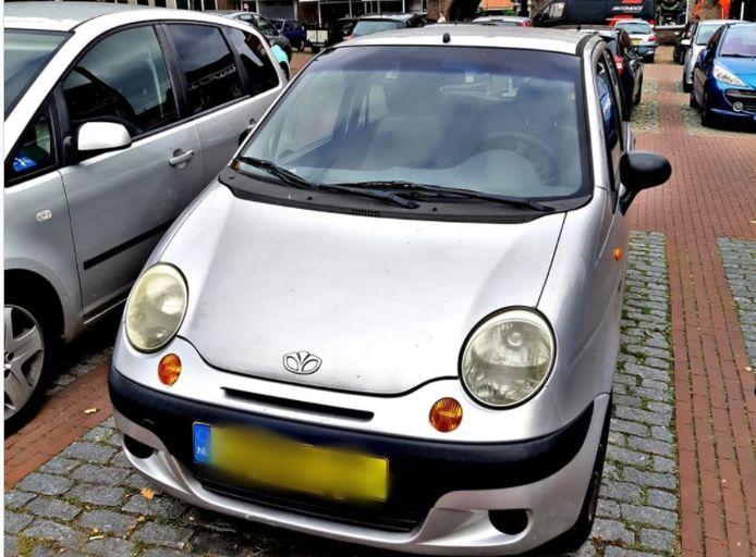 De auto van de Arnhemmer die in overleg met agenten besloot het autorijden op te geven.