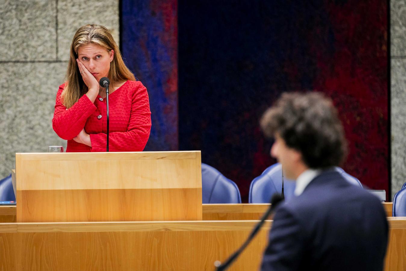 Carola Schouten, minister van Landbouw, in debat met Jesse Klaver (GroenLinks) tijdens een debat met de Tweede Kamer over de aanpak van de stikstofproblematiek.
