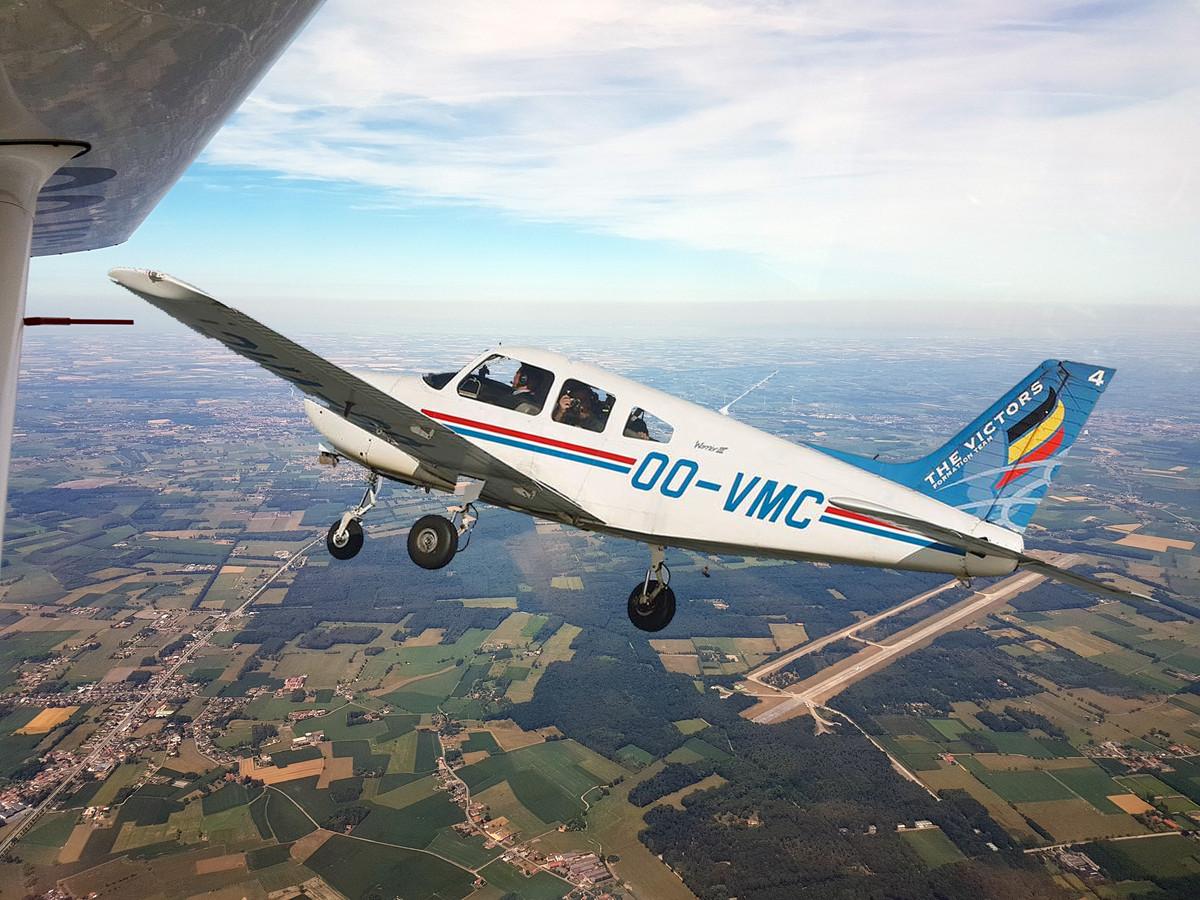 Vliegen boven het vliegveld van Ursel.