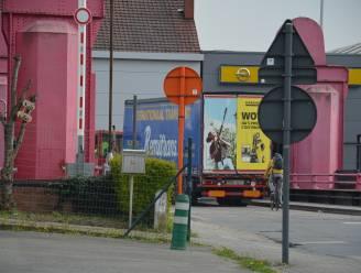 """Toch nog kleine vrachtwagenparking op Fabeltasite, nadat stadsbestuur vergunning weigerde: """"Voor 50 vrachtwagens is vergunning verplicht, voor 25 niet"""""""