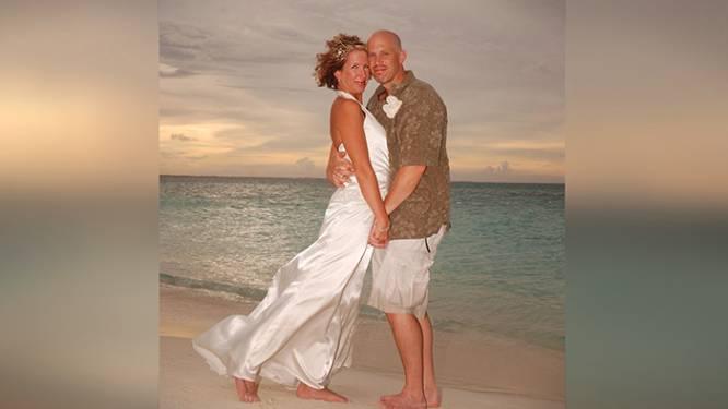 Man met Alzheimer vergeet dat hij getrouwd is met zijn vrouw. Hij vraagt haar ten huwelijk en ze trouwen opnieuw