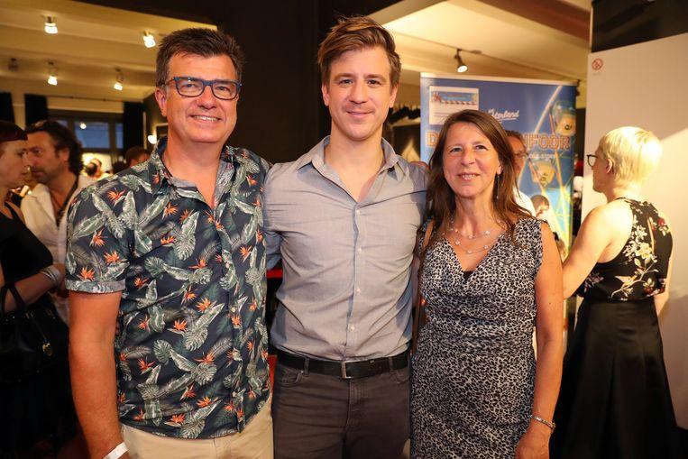Timo Descamps en zijn ouders, Luc en Lind.