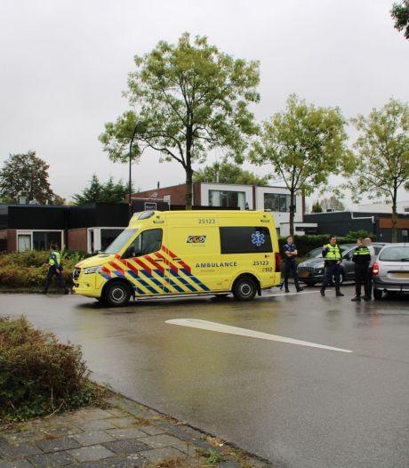 Fietstochtje eindigt in ambulancerit na botsing met auto in Lelystad