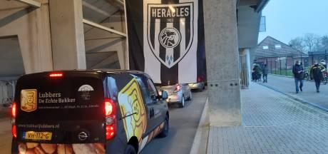 Trouwe aanhang Heracles krijgt derbypakket cadeau, drive-thru gaat weer open