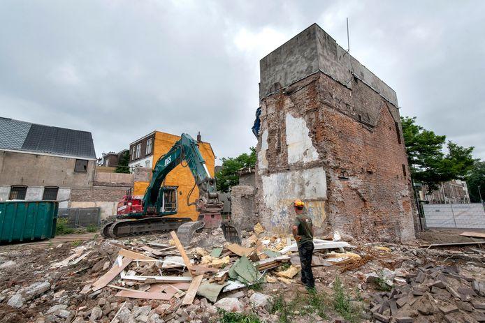 Ook het laatste overgebleven pand aan de Beekstraat in Arnhem, nabij de plek waar voorheen beddenspeciaalzaak Damminga zat, wordt gesloopt.