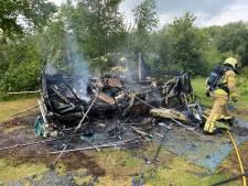 Caravan brandt uit op camping Harfsen