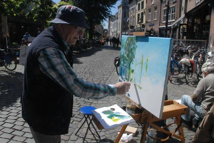 Amateurschilder Gerard Wattenberg uit Beuningen geeft met zijn penseel zijn visie weer op de Lepelstraat
