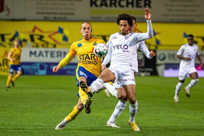 Ryan Sanusi aan de slag tegen Waasland-Beveren. De middenvelder zorgde voor de assist bij de winning-goal van Raphael Holzhauser.
