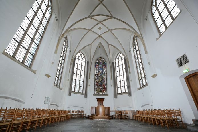 Bevrijdingsraam in de kerk.